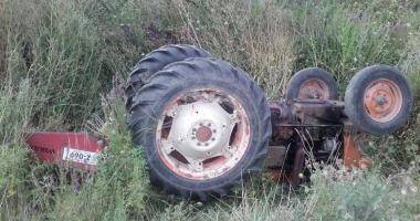 TRAGEDIE LA CONSTANŢA / UN BĂRBAT A MURIT STRIVIT DE PROPRIUL TRACTOR