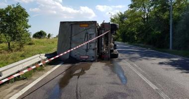 Camion răsturnat în apropiere de Cernavodă