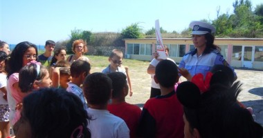 Sfaturi de la poliţiştii de la Rutieră pentru copiii din taberele de pe litoral
