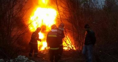 Incendiu la Medgida. Arde un rezervor de deşeuri petroliere
