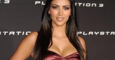 Kim Kardashian îşi înnebuneşte fanii  cu noi fotografii sexy