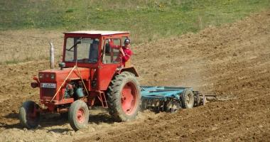 Fermierii scapă de sancţiuni din partea APIA în cazul contaminării accidentale a solului