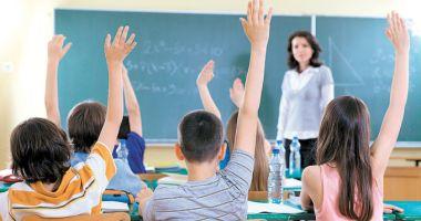 Veste bună pentru profesori! Ce decizie ia Guvernul în legătură cu cadrele didactice titulare