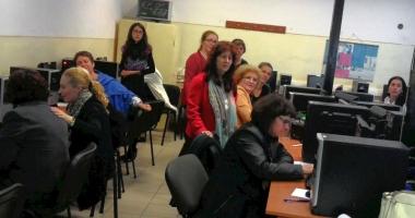 26 de cadre didactice vor să înveţe să scrie proiecte