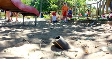 GALERIE FOTO / Locuri de joacă sau capcane pentru copii?