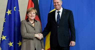 Klaus Iohannis în vizită de trei zile în Germania. Întâlniri cu preşedintele Frank-Walter Steinmeier şi cu cancelarul Angela Merkel