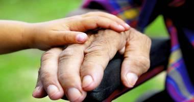 Problemele bătrânilor, discutate la Prefectura Constanţa