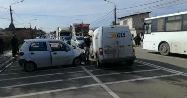 Galerie foto / Accident rutier în Valu lui Traian! Două victime, circulaţie blocată
