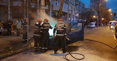 GALERIE FOTO-VIDEO / INCENDIU pe bulevardul Lăpuşneanu din Constanţa: Un autoturism a luat foc