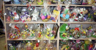 Obiecte cu teme pascale, realizate  de copiii din centrele de plasament