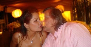 Ilie şi Brigitte, surprinşi în momente intime la mare