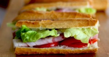 Un parlamentar a demisionat, după ce a furat un sandviș