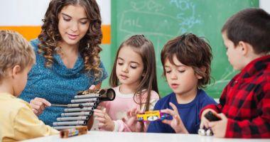 Guvernul le-a deschis copiilor conturi de economii la Trezorerie