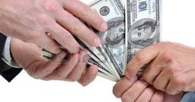 Leul câștigă la euro, dar pierde pe rupte la dolar și francul elvețian