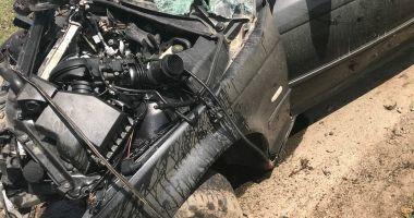 Galerie foto / GRAV ACCIDENT RUTIER! Victima, şoferul unui BMW