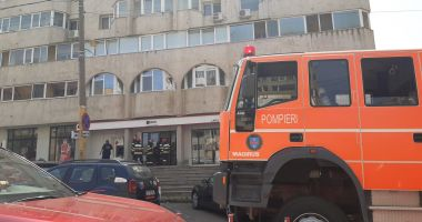ALERTĂ la Trocadero: 10 persoane evacuate din sediul unei bănci!