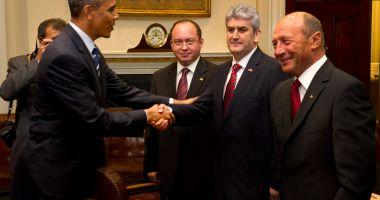 GALERIE FOTO / Gabriel Oprea ar fi trucat o poză ca să pară că a dat mâna cu Barack Obama. A cui e mâna de fapt