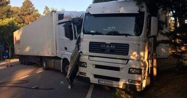 GALERIE FOTO / Lecţia dură primită de un ŞOFER CONSTĂNŢEAN DE TIR care a fost prins furând motorină într-o parcare de lângă Barcelona