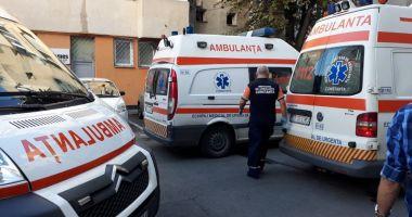 GALERIE FOTO / EXPLOZIE la un bloc pe strada Mircea cel Bătrân. Trei persoane au fost rănite, între care şi un copil