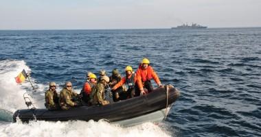 Nave româneşti în exerciţii de război cu marinarii americani. GALERIE FOTO