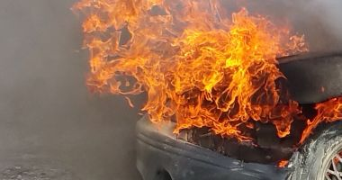 Incendiu de autoturism în Constanța. Pompierii, chemați în ajutor