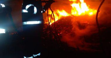 INCENDIU MISTUITOR la Ostrov! Nouă ore s-au luptat pompierii cu flăcările!