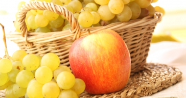 Turmericul, strugurii şi merele conţin substanţe care înfometează cancerul