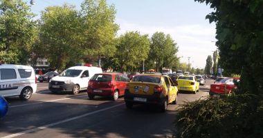 GALERIE FOTO. Accident rutier în Mamaia. Se circulă cu dificultate spre Năvodari!