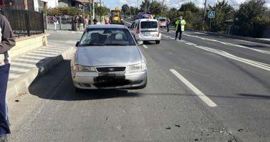 Minoră de 16 ani, lovită de maşină! Fata traversa strada pe trecerea de pietoni