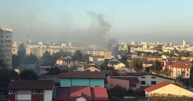 GALERIE FOTO / Incendiu la o casă din Constanţa. Intervin mai multe autospeciale
