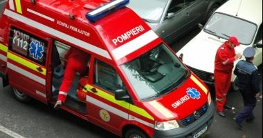 Accident grav provocat de un tânăr beat care conducea cu o mână în ghips: 6 tineri au fost răniţi