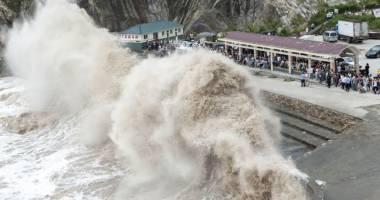Taifunul Chan-hom a m�turat estul Chinei!