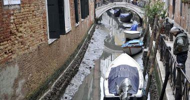 IMAGINI DEZOLANTE! Canalele din Veneția au secat. Cum arată orașul acum