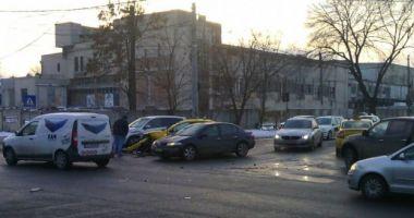Galerie foto. Patru maşini implicate într-un accident rutier, în zona Abator