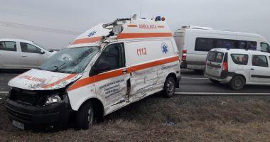 Accident rutier la Constanţa, după ce un şofer nu a acordat prioritate ambulanţei