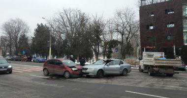 Galerie foto. Accident rutier la Constanţa. Două maşini implicate