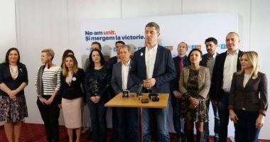 Preşedintele USR Dan Barna şi liderul PLUS Dacian Cioloş, prezenţi la Constanţa