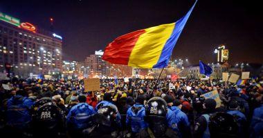 Protest în Piaţa Victoriei după decizia CCR privind revocarea şefei DNA