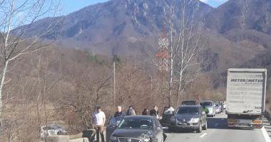 Accident rutier, cu patru maşini implicate!
