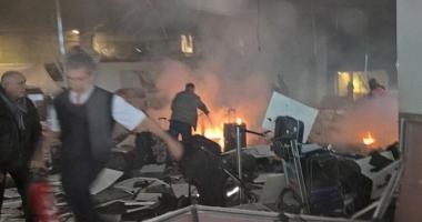 Foto : EXPLOZII PUTERNICE PE AEROPORTUL DIN ISTANBUL. BILAN�UL a crescut la 41 de mor�i �i 239 de r�ni�i. Atacatorii s-au aruncat �n aer / Foto �i Video de la fa�a locului