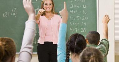 Bani în plus pentru profesori din noul an şcolar. Cine primeşte un spor de 10% la salariu