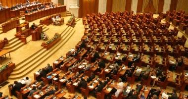 Parlamentul se întruneşte pentru a discuta solicitarea preşedintelui Klaus Iohannis cu privire la organizarea referendumului pe Justiţie