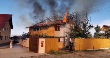 UPDATE. Incendiu mistuitor în Eforie Nord! ARDE O CASĂ!