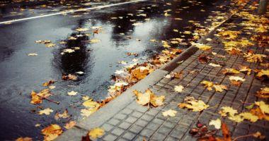 Toamna îşi intră în drepturi: când încep ploile torenţiale! VREMEA PE PATRU SĂPTĂMÂNI