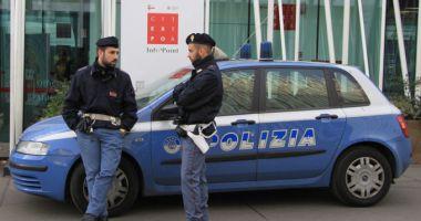Un român, fiul său şi iubita acestuia, încătuşaţi în Italia! Ce acuzaţii li se aduc