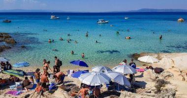 Grecia deschide sâmbătă plajele amenjate, cu o săptămână înainte de deschiderea sezonului