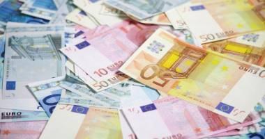 Leul câştigă în faţa monedei europene