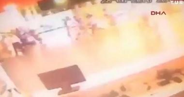 ATEN�IE, VIDEO CU IMPACT EMO�IONAL! MOMENTUL �N CARE UN TERORIST SE ARUNC� �N AER, PE AEROPORTUL DIN ISTANBUL