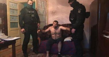 Procurorii cer închisoare pe viață pentru cel care a ucis un polițist. Va fi audiat după externare