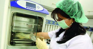 Gafă incredibilă făcută de o clinică de fertilizare: o femeie asiatică a născut gemeni albi